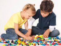Patrunde in lumea jucariilor LEGO si afla cum sunt realizate!